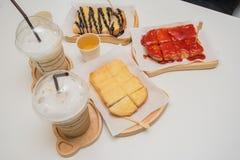pão do doce de morango, pão do açúcar de leite condensado, brea do chocolate fotografia de stock royalty free