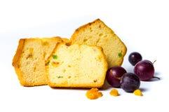 Pão do fruto com fatias das passas, da uva e da maçã Imagem de Stock
