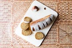 Pão do trigo mourisco na placa de madeira Imagens de Stock Royalty Free