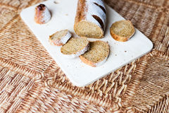 Pão do trigo mourisco na placa de madeira Fotografia de Stock