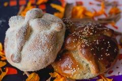 Pão dos mortos - ` de ` bandeja de muerto fotos de stock