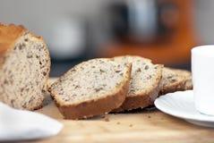 Pão e café cortados frescos de banana Imagem de Stock