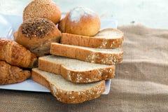 Pão e croissant fotografia de stock royalty free
