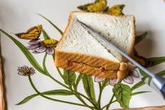 Pão e faca da manteiga de amendoim Imagem de Stock Royalty Free