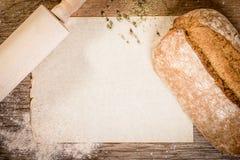 Pão e farinha no papel velho Imagens de Stock