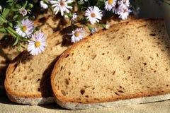 Pão e flores imagem de stock royalty free
