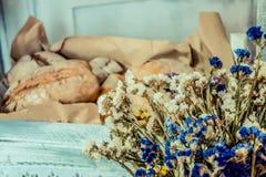 Pão e flores Imagens de Stock Royalty Free