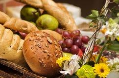 Pão e frutos Fotografia de Stock Royalty Free