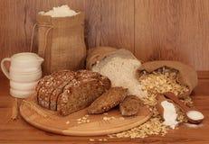 Pão e ingredientes de Sourdough Foto de Stock Royalty Free