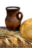 Pão e jarro com leite Imagens de Stock Royalty Free
