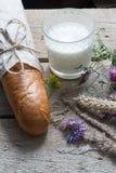 Pão e leite Imagens de Stock