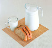 Pão e leite Imagem de Stock Royalty Free