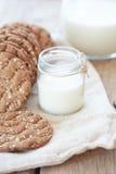 Pão e leite do cereal Imagens de Stock Royalty Free