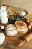Pão e ovos rústicos Fotografia de Stock Royalty Free