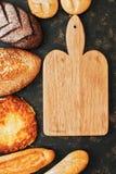 Pão e placa de corte variados para o texto Vista de acima Imagens de Stock Royalty Free