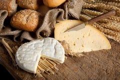Pão e queijo fotografia de stock