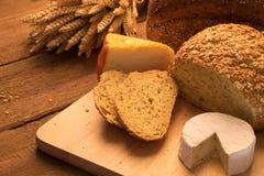 Pão e queijo fotos de stock