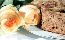 Pão e rosas fotografia de stock royalty free
