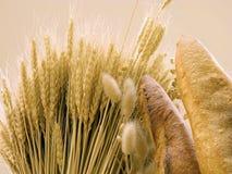 Pão e trigo Fotografia de Stock Royalty Free