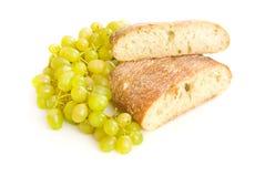 Pão e uvas de Ciabatta Foto de Stock Royalty Free