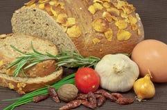 Pão e vegetais de Rye Fotografia de Stock Royalty Free