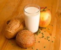 Pão e vidro do leite Foto de Stock Royalty Free