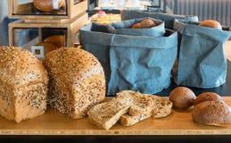 Pão em um restaurante do bufete, negócio de restauração Fotografia de Stock