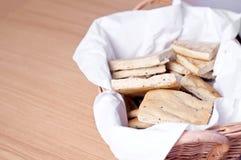 Pão em uma cesta Fotografia de Stock