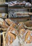 Pão em uma loja Imagens de Stock