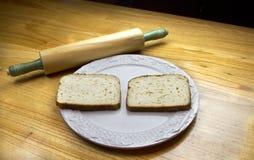 Pão em uma placa Imagens de Stock