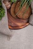 Pão em uma placa de madeira Imagem de Stock