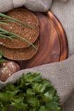 Pão em uma placa de madeira Foto de Stock Royalty Free