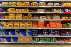 Pão empacotado na exposição da loja imagem de stock