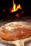 Pão feito home fresco e crunchy foto de stock