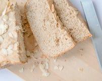 Pão fresco caseiro na tabela Fotografia de Stock