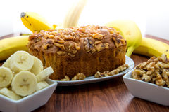 Pão fresco da noz da banana imagens de stock royalty free