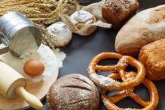 Pão fresco e trigo Fotografia de Stock