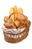 Pão fresco na cesta isolada inteiramente fotografia de stock