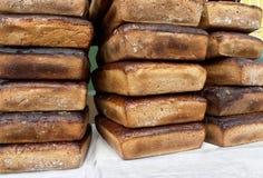 Pão fresco Squarish no contador Fotografia de Stock Royalty Free