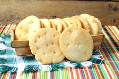 Pão fritado caseiro do gujrati indiano tradicional de Puri ou de Puri do mainda do rava do soji Imagens de Stock Royalty Free