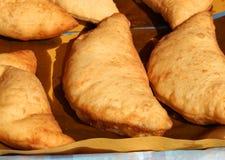 pão fritado enchido italiano sopro chamado de Panzerotti ou de pizza com imagens de stock