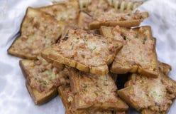 Pão fritado no papel Imagem de Stock