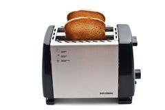 Pão fritado no torradeira Fotos de Stock