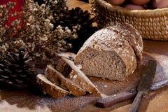 Pão integral inteiro cortado Imagem de Stock Royalty Free