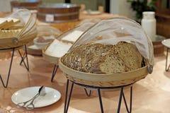 Pão integral inteiro da fatia Imagens de Stock Royalty Free