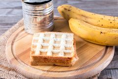 Pão, leite condensado e banana fotos de stock royalty free