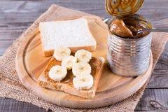 Pão, leite condensado e banana fotografia de stock royalty free