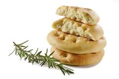 Pão liso de Focaccia com _5 dos alecrins Fotos de Stock Royalty Free