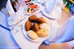 Pão na placa Fotos de Stock