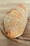 Pão na tábua de pão Fotos de Stock Royalty Free